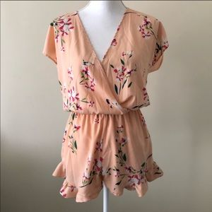 Honey punch floral romper size small shirt sleeve